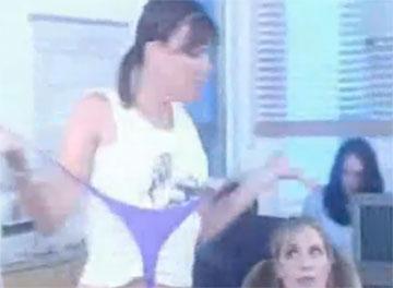 Офисные разборки девчонок (video)