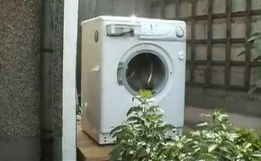 Что будет, если в стиральную машину засунуть кирпич? (video)